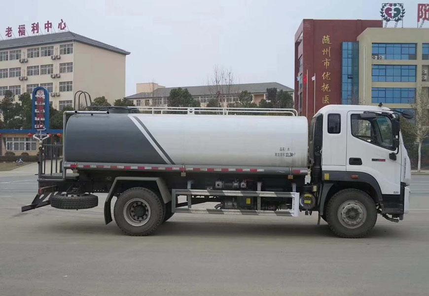 福田15吨瑞沃ES5洒水车后面图